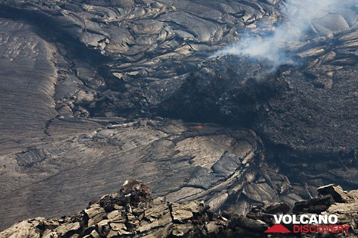 A hornito has been built upon the vent feeding the largely crusted-over lava lake. During the time of observation, it suddenly collapsed (next photo), giving free view onto the boiling lava. (Photo: Tom Pfeiffer)