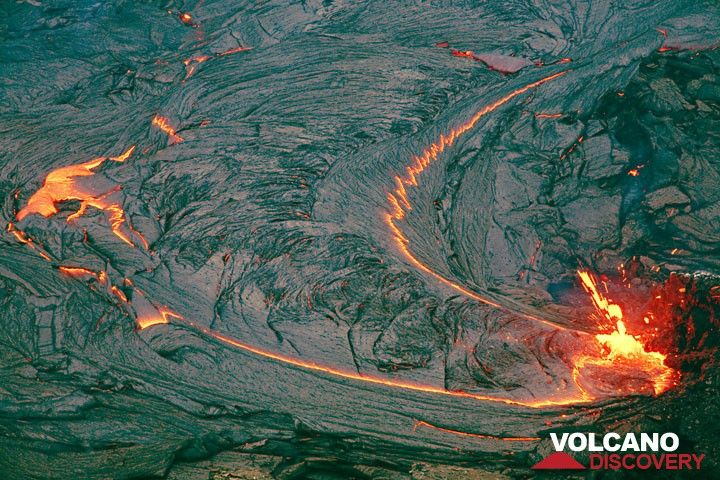 The active vent feeding the lava lake in Pu'u 'O'o crater on 14 July 2007. (Photo: Tom Pfeiffer)
