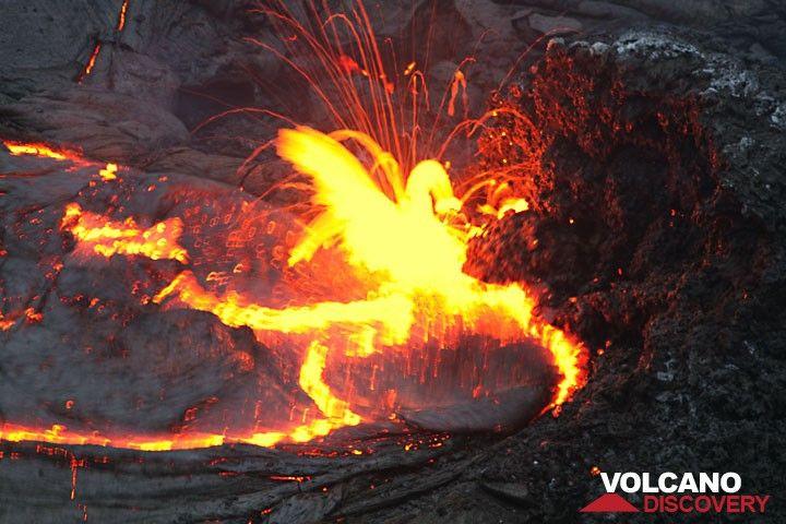 Lava spattering from a vent feeding a lava lake in Kilauea's Pu'u 'O'o crater.  hawaii_e7170.jpg (Photo: Tom Pfeiffer)