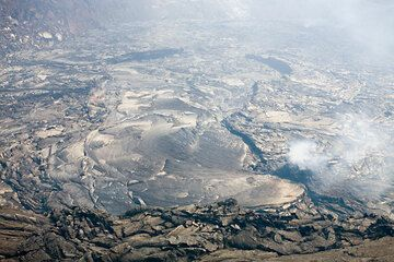 View onto the largely crusted over lava lake. hawaii_e6817.jpg (Photo: Tom Pfeiffer)