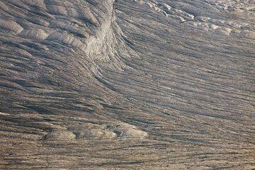 Stripes on the surface of the lava lake crust. hawaii_e6843.jpg (Photo: Tom Pfeiffer)