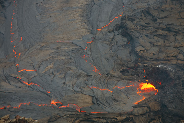 The spattering vent feeding the lava lake and zig-zag fractures on the surface. (Photo: Tom Pfeiffer)