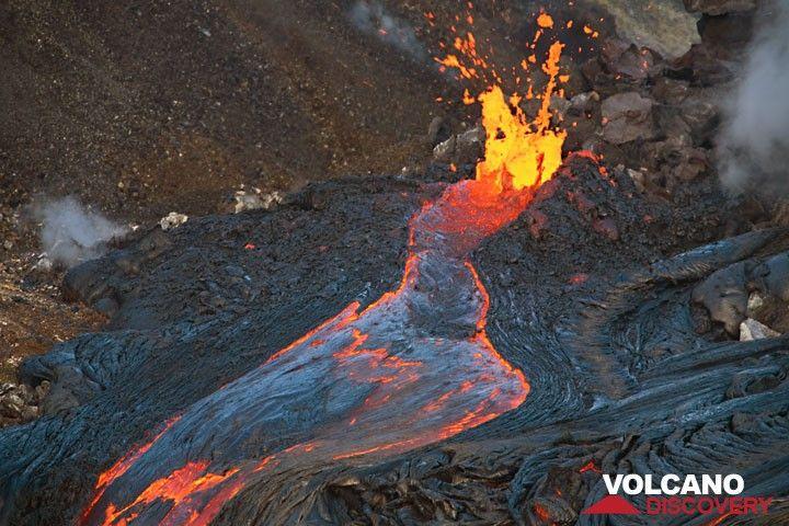 Lava flows in Puka Nui crater west of Puu Oo in July 2017 (Kilauea volcano, Hawai'i) (c)