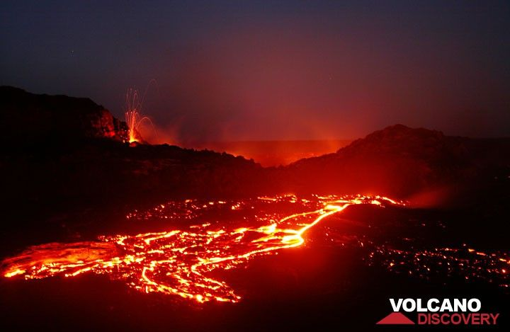 Lava flows from Pu'u 'O'o's west gap crater in 2007 (Photo: Tom Pfeiffer)