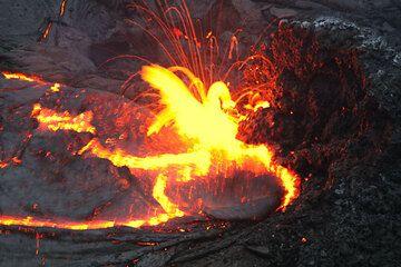 Lava spattering from a vent feeding a lava lake in Kilauea's Pu'u 'O'o crater hawaii_e7170.jpg (Photo: Tom Pfeiffer)