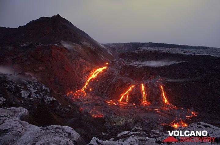 Several effusive vents arranged in a row on top of a dyke, feeding lava flows into Puka Nui collapse pit at Pu'u 'O'o crater, Kilauea volcano. hawaii_e7579.jpg (Photo: Tom Pfeiffer)
