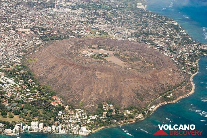Diamond head east of Waikiki, an old cinder cone (Photo: Tom Pfeiffer)
