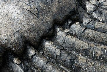 Folds of pahoehoe covered by a smoother lava toe. (Photo: Tom Pfeiffer)