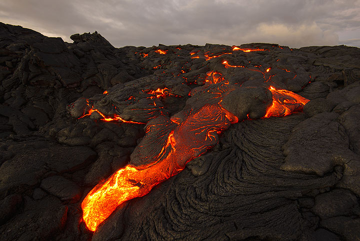 Rapidly advancing pahoehoe lava finger. (Photo: Tom Pfeiffer)