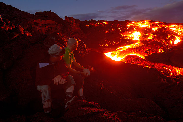 Evening at an active lava flow. (Photo: Tom Pfeiffer)