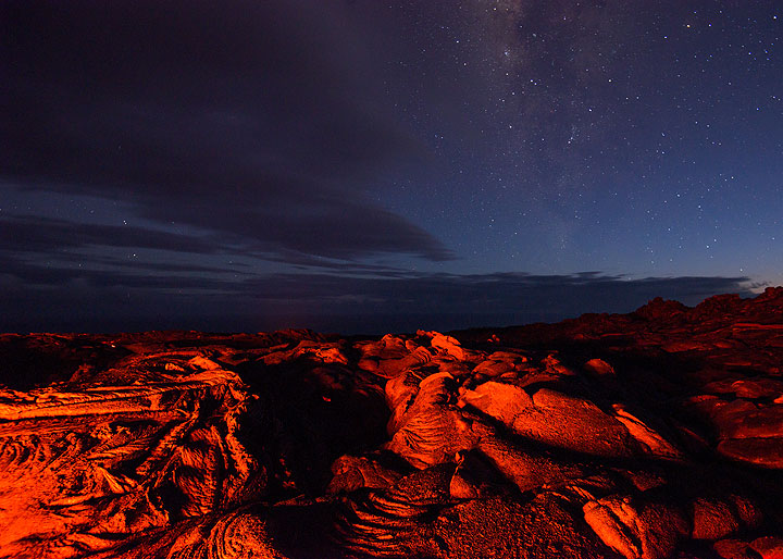 Milky way and lava rocks illuminated by the active flow. (Photo: Tom Pfeiffer)
