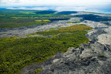 View across Kalapana (Photo: Tom Pfeiffer)