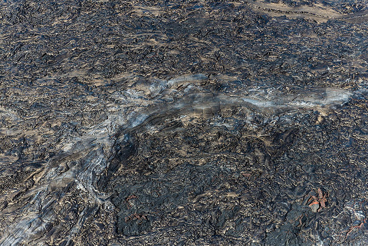 Roof of a lava tube seen from above. (Photo: Tom Pfeiffer)