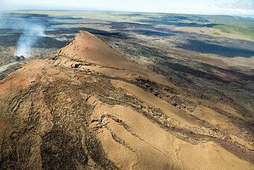 The northern flank of Pu'u 'O'o is still largely intact and dates back to the formation of the cone during 1983-86, in the first years of the current eruption. (Photo: Tom Pfeiffer)