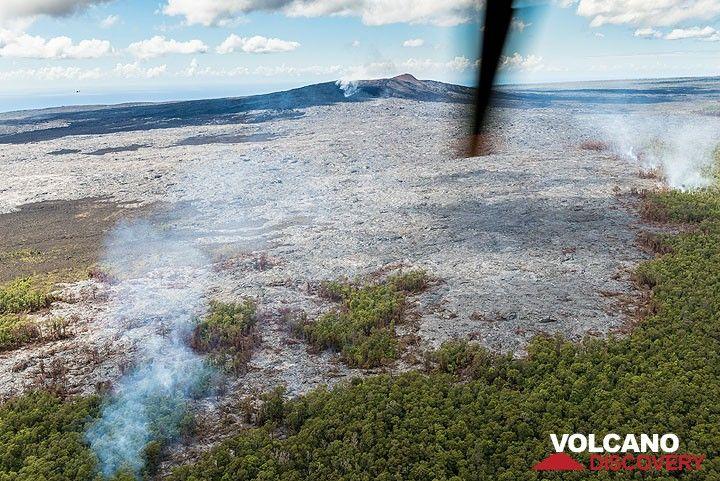 View of the Kahauale`a lava flow towards its source at Pu'u 'O'o. (Photo: Tom Pfeiffer)