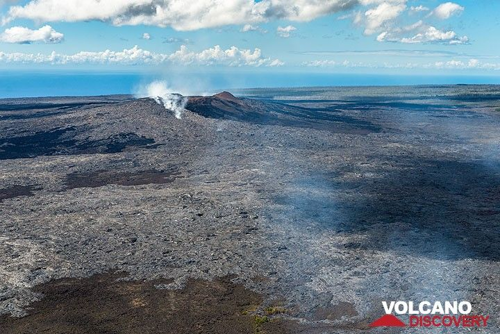 Last view to Pu'u 'O'o before returning to Hilo (Photo: Tom Pfeiffer)