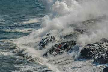 The new land is constantly being attacked by the waves of the Pacific, which is relatively calm today. (Photo: Tom Pfeiffer)