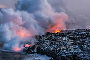 Kilauea volcano (Hawaii): Kamokuna lava sea entry Sep 2016 (Photo: Tom Pfeiffer)