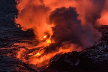 Glowing steam plumes rise from the easternmost entry points. (Photo: Tom Pfeiffer)