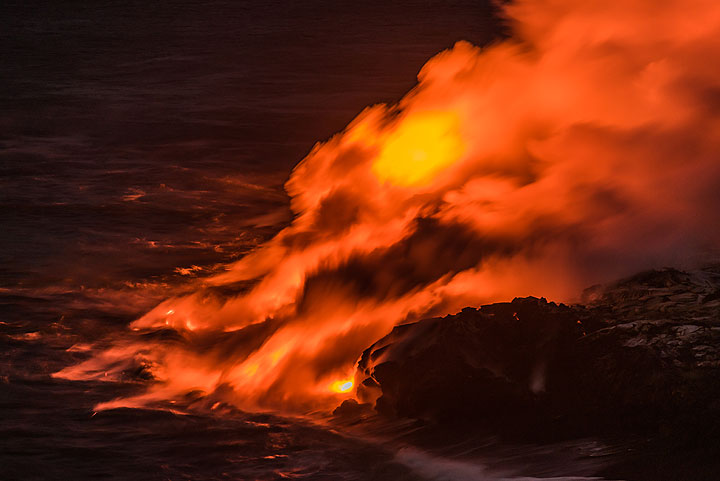 It looks as if the water is on fire - partially, this is due to floating and still glowing lava pieces. (Photo: Tom Pfeiffer)