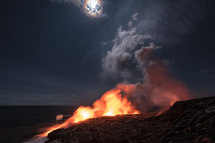 Full moon with halo and lights of a boat with lava watchers. (Photo: Tom Pfeiffer)