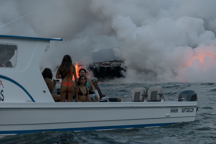 On another boat, a bikini model session with an unusual background setting takes place... (Photo: Tom Pfeiffer)