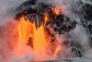 Impressions from the Kamokuna lava sea entries on a morning boat tour on 11 Sep, taking during the recent pilot Kilauea Volcano Special tour. (Photo: Tom Pfeiffer)