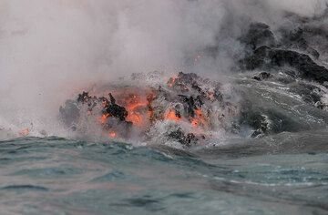 Zoom onto a still hot, partially glowing floating lava. (Photo: Tom Pfeiffer)