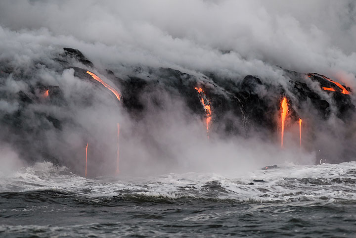 Same view just seconds later - steam, rocks, water and lava create constantly changing scenes. (Photo: Tom Pfeiffer)