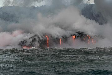 Wider angle view of a particularly active area in the western ocean entry. (Photo: Tom Pfeiffer)
