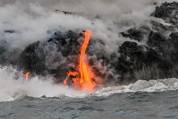 A strongly active single flow in the eastern lava entry. (Photo: Tom Pfeiffer)