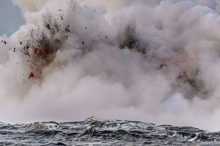 Close-up of an explosion; in enlarged sections, one can see Pele's hair forming as thin threads of lava torn apart by the expanding steam. (Photo: Tom Pfeiffer)