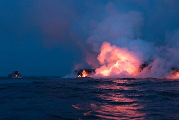 Approaching the eastern Kamokuna lava sea entry at early dawn - another boat is already there. (Photo: Tom Pfeiffer)