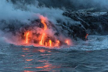 Reflection of the lava on the hot water surface. (Photo: Tom Pfeiffer)