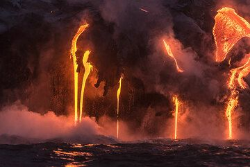 Several thin lava flows pour down forming round hoses. (Photo: Tom Pfeiffer)