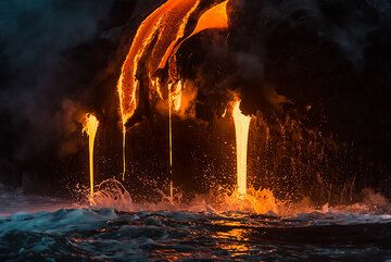 Reflection of the lava on the calm water surface. (Photo: Tom Pfeiffer)