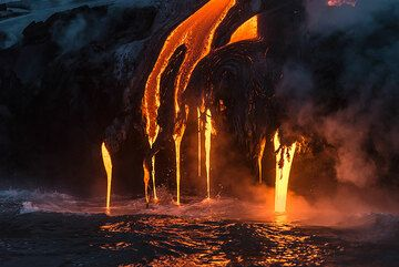Many parallel small lava hoses exit from miniature lava tubes that form around them and often look like elephants' trunks. (Photo: Tom Pfeiffer)