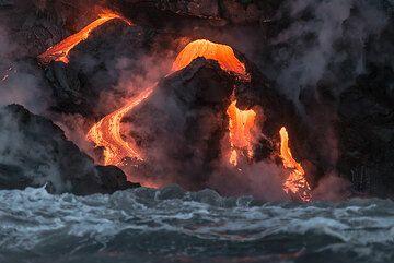 Channeled lava flow reaching the sea. (Photo: Tom Pfeiffer)