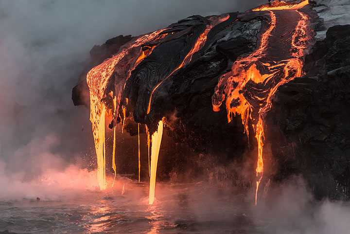Active pahoehoe breakouts forming lava hoses (Photo: Tom Pfeiffer)