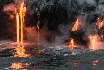 Lava hoses (Photo: Tom Pfeiffer)