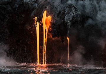 Thin, elegant lava hoses. (Photo: Tom Pfeiffer)