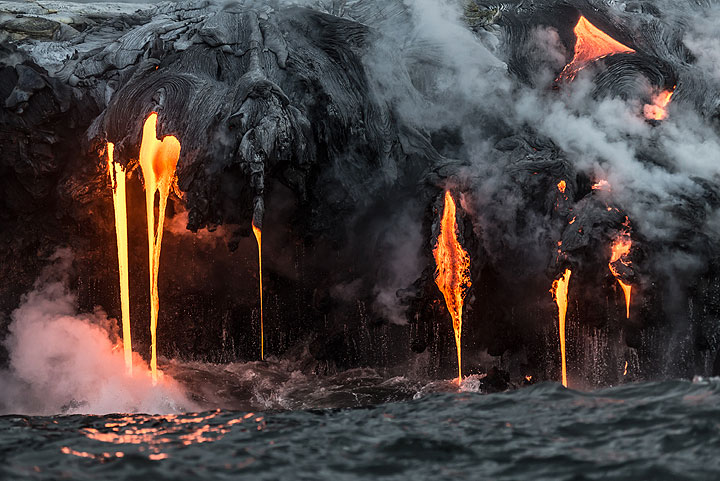 Lava hoses and water drops (Photo: Tom Pfeiffer)