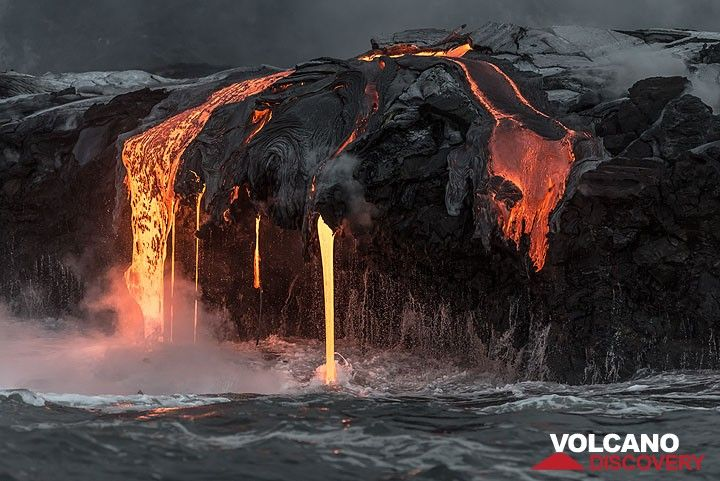 Lava streams into the sea at Kilauea volcano, Hawai'i, Sep 2016. (Photo: Tom Pfeiffer)