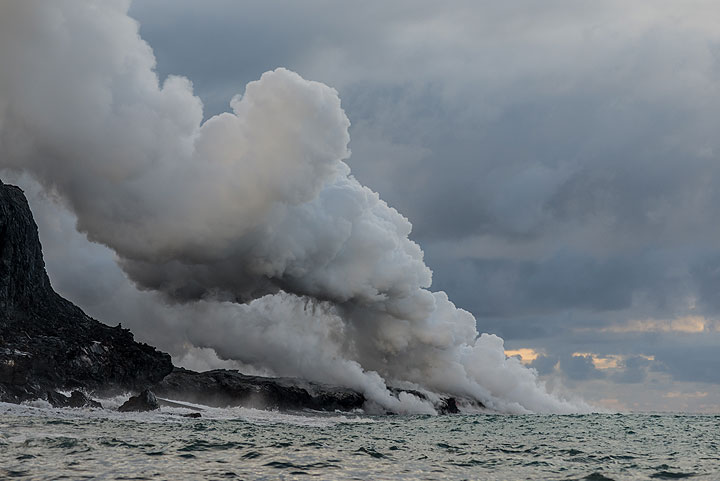 Steam plume of the eastern sea entry. (Photo: Tom Pfeiffer)