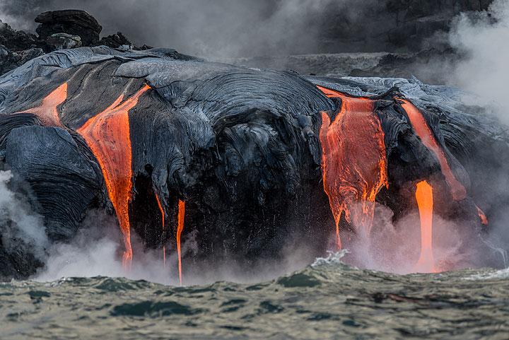 Kilauea volcano (Hawaii): lava sea entry - boat tour 14 Sep 2016 (2) (Photo: Tom Pfeiffer)