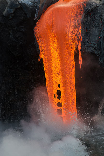 Close-up of lava flowing out of a small tube. (Photo: Tom Pfeiffer)