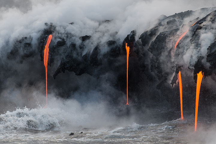 """Lava hoses and """"noses"""" of small, now inactive tubes. With some imagination, black elephant trunks can be seen everywhere... (Photo: Tom Pfeiffer)"""