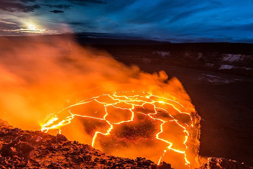 Lava lake at dawn. (Photo: Tom Pfeiffer)