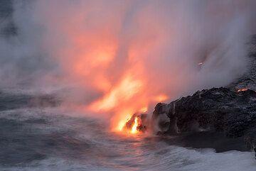 Steaming sea water (Photo: Tom Pfeiffer)