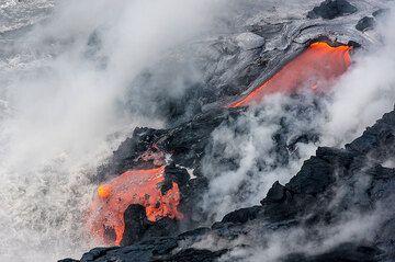 Lava flow reaching the water. (Photo: Tom Pfeiffer)
